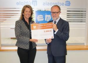 La Fundación Vasca EM entrega 5.000 euros para la investigación de la EM Progresiva