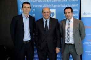 Manuel Gómez de Cadiñanos y Javier Latorre de Genzyme, junto a Rafael Bengoa
