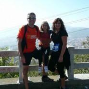 Víctor, Alba y Patricia disfrutaron de la marcha en familia.