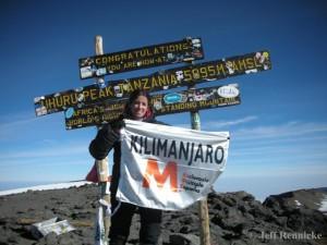 Inés Grau en la cima del Kilimanjaro